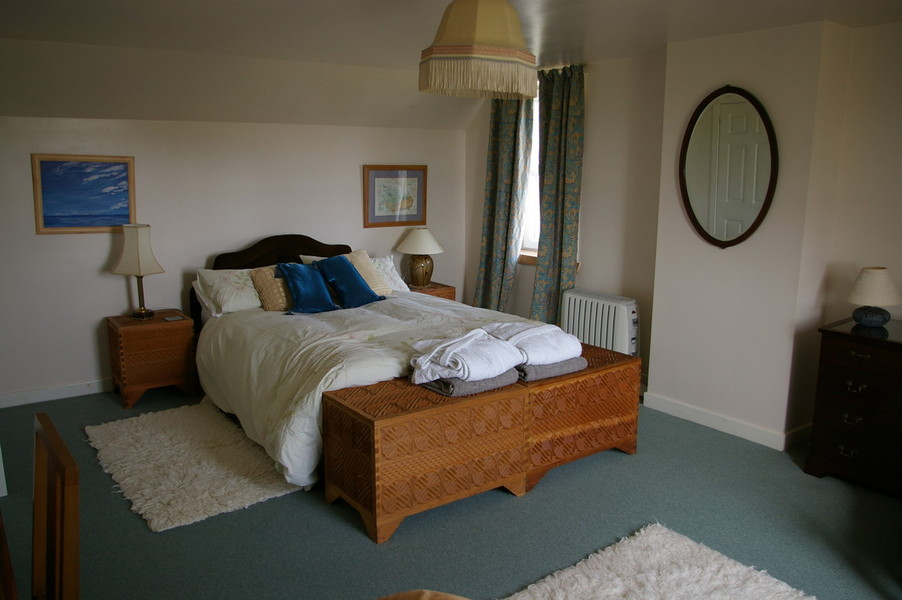Master Bedroom With Sitting Area Twin Bedroom And Large Twin With Extra Bunks For Flexible